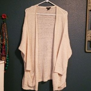 H&M M/L cream sweater.